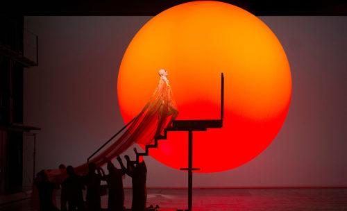 På grund av Corona-viruset har Metropolitan-operan beslutat att man ställer in alla föreställningar våren 2021